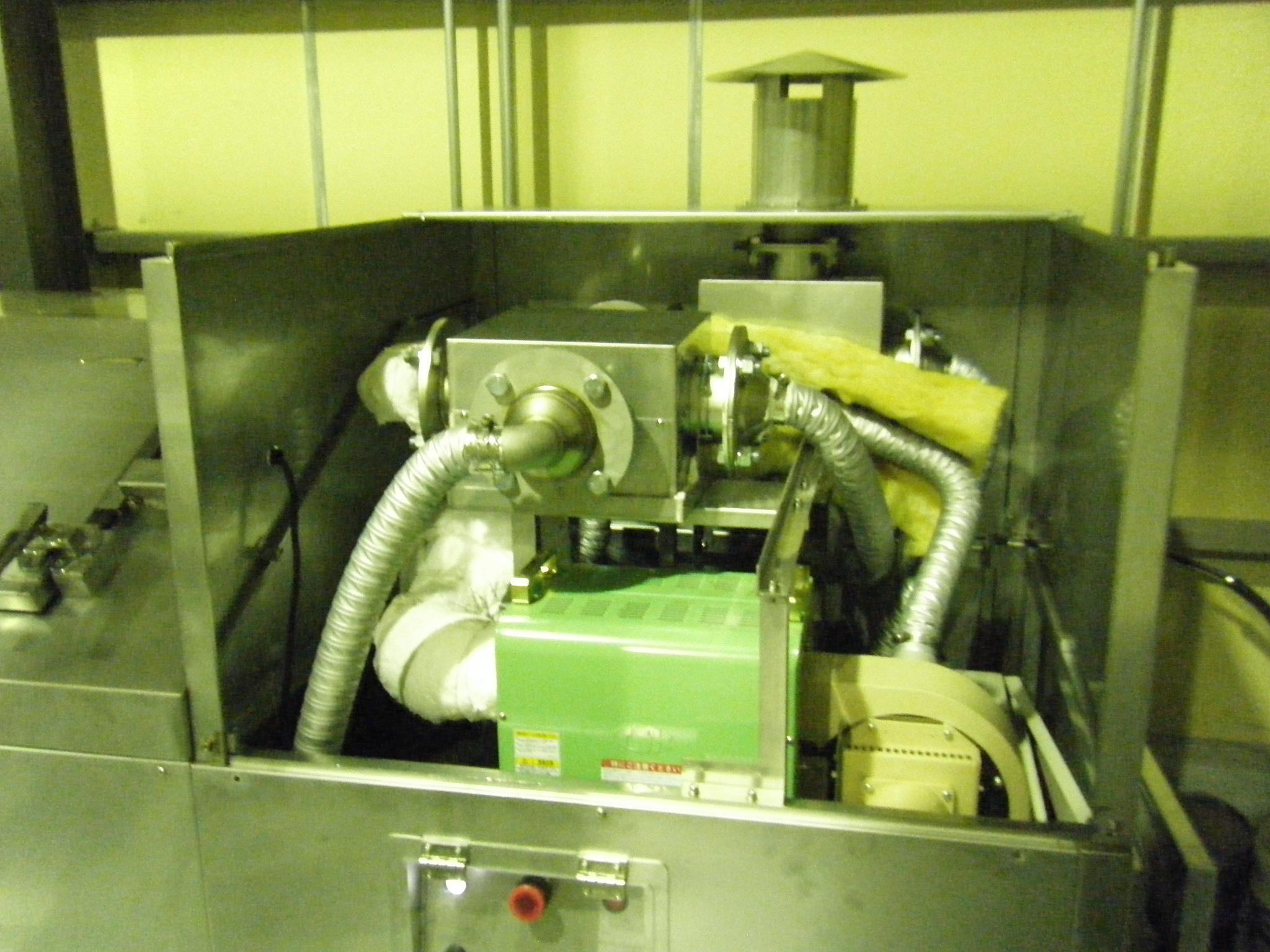バルブの組み付けや配管施工