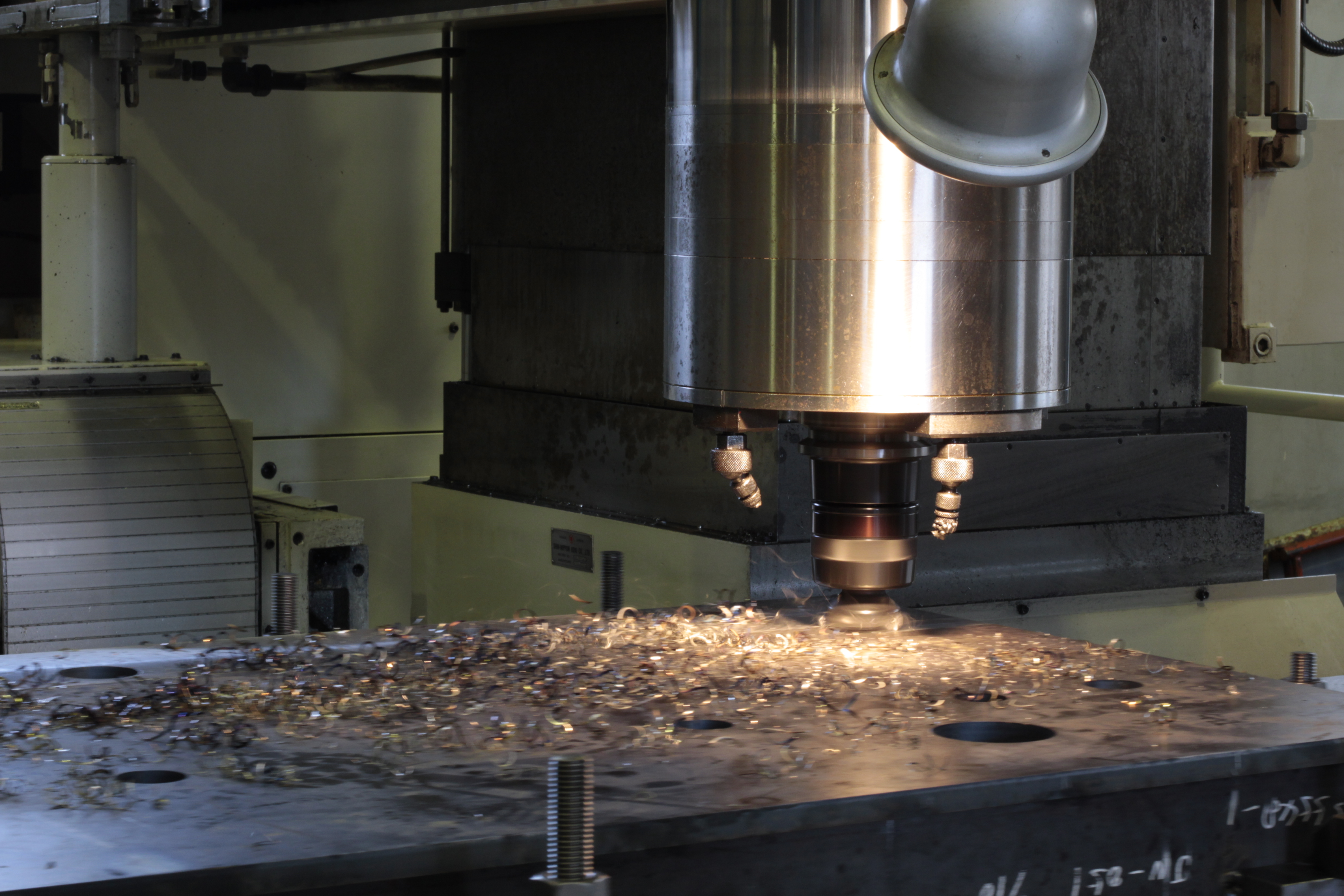 大型ワークも高精度で切削加工