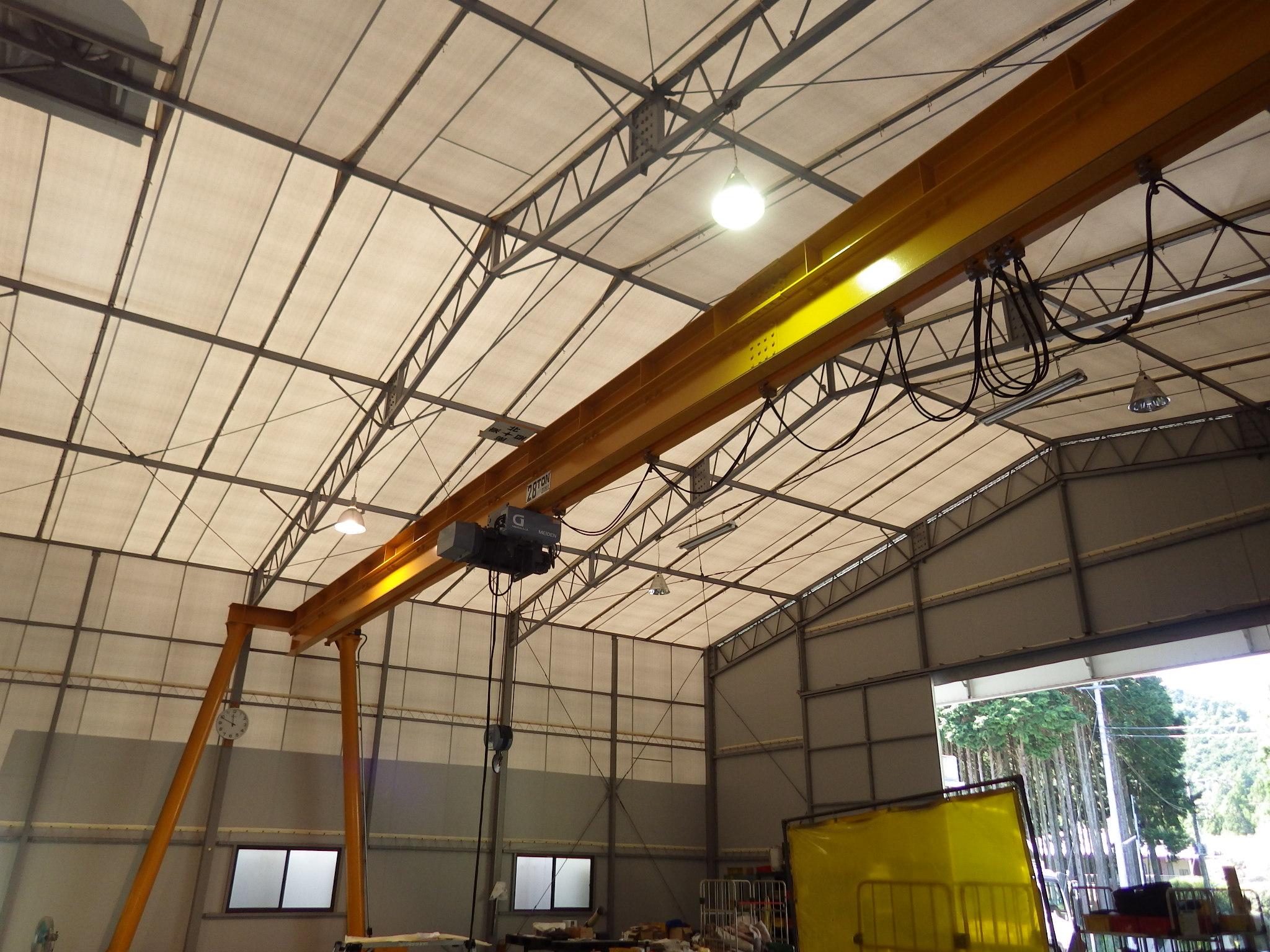 組立スペースの天井クレーン